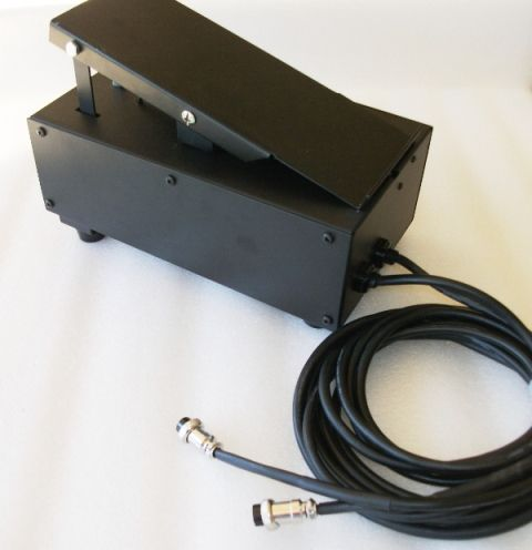 Pedál k JASIC TIG 200, 315 AC/DC včetně kabelu, dálkové ovládání svařovacího proudu